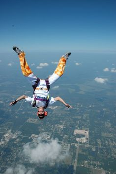 SKYDIVE! you better believe this will be me some day.