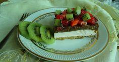 Sernik na zimno z owocami na orzechowym spodzie, Cold cheesecake with nuts on the bottom