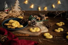 Urobiť si doma perfektné esíčka už nie je problém. Toto krehké cesto vďaka podrobnému postupu zvládne aj začiatočník v kuchyni. Mňamota nielen na Vianoce. Table Decorations, Cooking, Kitchen, Brewing, Cuisine, Dinner Table Decorations, Cook