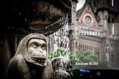 Fuente de los monos' Dancers Fuente de agua por el reconocido escultor Barral, se encuentra en la pequeña plaza cerca de la iglesia de la Capuchinos, frente al Paseo del Buen Pastor en Córdoba