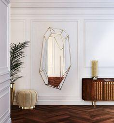 Un pouf en velours beige esprit Art déco, Essential Home