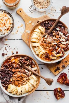 Salted Caramel Smoothie Bowls Find 11 Vegan Smoothie Bowls To Make Again and Again smoothies recipes easy smoothies diy smoothies homemade smoothies Homemade Smoothies, Easy Smoothie Recipes, Easy Smoothies, Fruit Smoothies, Smoothie Bowls Vegan, Vegetarian Smoothies, Açai Bowl, Exotic Food, Breakfast Bowls