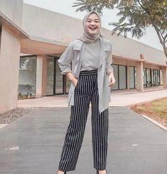 120 new fashion hijab outfits casual muslim – page 1 Hijab Casual, Ootd Hijab, Outfits Casual, Hijab Chic, Classy Outfits, Modern Hijab Fashion, Street Hijab Fashion, Muslim Fashion, Look Fashion