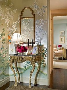 Foyer: The suuuper girlie part of me dies for the ornate console table, gold mirror and chinoiserie wallpaper. Hand Painted Wallpaper, Painting Wallpaper, Metallic Wallpaper, Wallpaper Decor, Pattern Wallpaper, Chinoiserie Wallpaper, Chinoiserie Chic, Home Design, Design Ideas