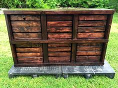 DIY Pallet Wood and Crate Dresser | 101 Pallets