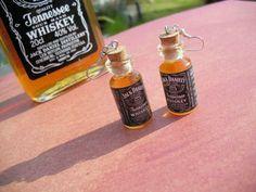 DIY Liquor Bottle earrings made from miniature Jack Daniel's whiskey bottles. Bottle Jewelry, Bottle Charms, Bottle Art, Alcohol Bottles, Liquor Bottles, Bottle Candles, Miniature Bottles, Miniature Crafts, Liquor Bouquet