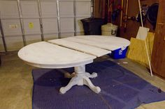 Step by step painting a pedestal dining table Funky Furniture, Repurposed Furniture, Furniture Projects, Furniture Making, Furniture Makeover, Home Projects, Hutch Makeover, Painted Furniture, Dinning Room Tables