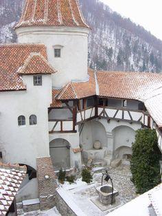 Teším sa na poznávací výletík. :D Dracula's Castle, Transylvania, Romania Oh The Places You'll Go, Places To Travel, Places To Visit, Beautiful Castles, Beautiful Places, Europe Centrale, Dracula Castle, Chateau Medieval, Visit Romania