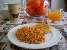 Los Antojos de Clara: Huevos Pericos (huevos revueltos con tomate y cebolla)