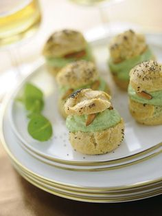Bignè con mousse di broccoletti e robiola