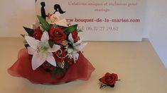 BOUQUET DE MARIÉE EXCEPTIONNEL AVEC DES ROSES, LYS, PERLES, GEMMES Rose Bordeaux, Marie, Roses, Gift Wrapping, Tableware, Gifts, White Lilies, Green Leaves, Floral Arrangement