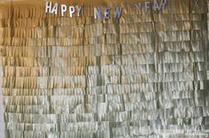 A fun and festive New Year's Eve Party idea : Picture Backdrop Christmas Yarn Wreaths, Christmas Ornaments To Make, Christmas Diy, New Years Traditions, Christmas Traditions, New Years Eve Pictures, Picture Backdrops, New Year's Eve Celebrations, Diy Party