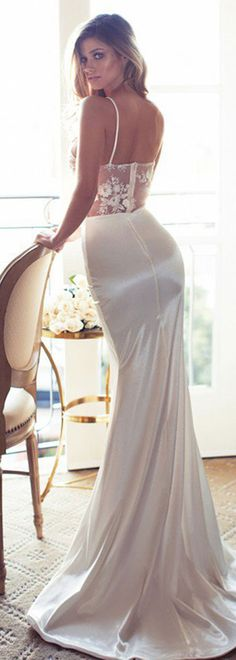 Look amazing for your special moment in this wedding gown.