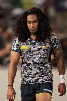 Joe Tomane Photos - Joe Tomane of the Brumbies comes from the field injured during the round nine Super Rugby match between the Brumbies and the Crusaders at GIO Stadium on April 24, 2016 in Canberra, Australia. - Super Rugby Rd 9 - Brumbies v Crusaders