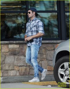 Zac Efron Finishes Up 'Dirty Grandpa' Filming