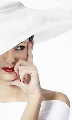 White hat red lips, great look. Why don't we wear hats more?