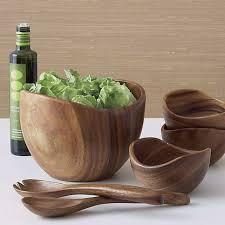 Cómo curar y cuidar tus utensilios de madera y bambú. Curar el menaje de madera y bambú (tablas de cortar, boles, cucharas y palas…) es algo que se debiera hacerantes de usar las herramienta…