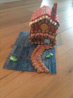 Snoephuisje van karton Het dak kan open voor het cadeau