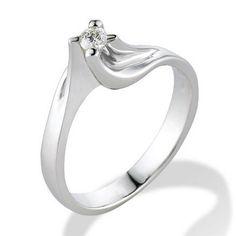 Dichiara il tuo amore regalando un anello di fidanzamento realizzato su misura.