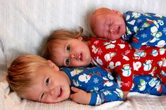 babies stacked - 3 ages in their Christmas pjs Sibling Christmas Pictures, Christmas Pregnancy Photos, Xmas Photos, Christmas Portraits, Holiday Pictures, Christmas Pajamas, 1st Christmas, Christmas Crafts, Christmas Photo Cards