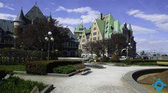 La gare du Palais de Québec Rue Pietonne, Le Petit Champlain, Montreal Ville, Canada, Belle Villa, Quebec City, House Tours, Barcelona Cathedral, Places Ive Been