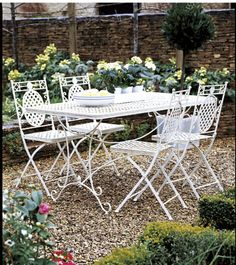 Refurbishing Metal Patio Furniture (Good advice..perfect for what I need to do with mine)