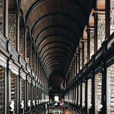 Die Bibliothek am Trinity College im irischen Dublin erinnert an die...