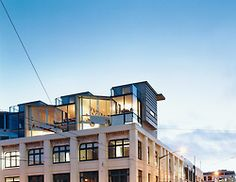 Jan and Luit Bieringa sold their suburban house and took over a space on the third floor of an Edwardian warehouse in Wellington, New Zealand. Photo by: Richard Powers Warehouse Renovation, Building Renovation, Apartment View, Loft Office, Suburban House, Urban Loft, Street House, Loft Spaces, Office Spaces