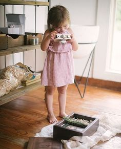 Love this sweet behind the scenes shot of our new favorite photographer, @laurencarrollphotography's little helper, shooting a beautifully styled #makeandstow photo box holding precious prints! #photographerpackaging #packaging