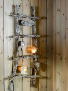 RUSTIKT: Naturens skatter pynter opp i stuen. Style At Home, Glass Bell Jar, Shabby Chic Chairs, Recycled Home Decor, Mason Jar Sconce, Cool Tables, Mosaic Projects, Diy Projects, Farm Theme