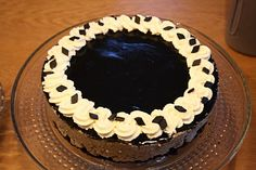 The dark temptation: liquorice cake. I'm not sure those south of the Nordic countries would much appreciate, nor understand, the concept :-)