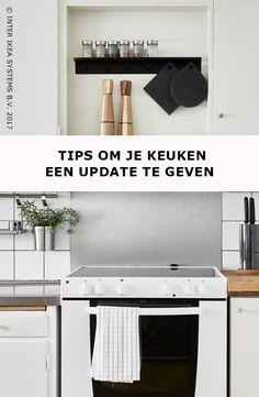 Voor een update aan je keuken heb je niet altijd een verbouwing nodig. Monteer stangen voor je keukengerei en maak je aanrecht vrij door je muren optimaal te benutten. Ontdek onze ideeën. GRUNDTAL Stang, 5,99/st. #IKEABE #IKEAidee  Revamping the kitchen does not alwasy require a full renovation. Add rails to hang  your kitchen utensils and make the most of your ceiling height. Discover our ideas. GRUNDTAL Rail, 5,99/pce. #IKEABE #IKEAidea