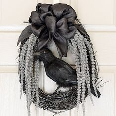 50 Cheap and Elegant Halloween Decorations - - Give your home an air of sophistication this Halloween with these cheap and elegant halloween decorations that you can DIY without breaking the bank. Halloween Cloche, Halloween Veranda, Farmhouse Halloween, Halloween Mantel, Halloween Home Decor, Diy Halloween Decorations, Halloween House, Halloween Diy, Halloween Wreaths