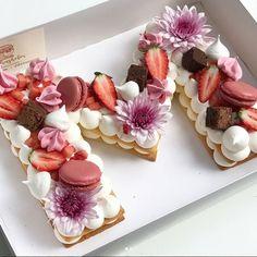 A jovem e talentosa Adi Klinghofer é especialista em bolos de aniversário delicados e exclusivamente personalizados.            Uma public...