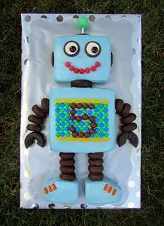 Robot cake. that's so cute                                                                                                                                                     More