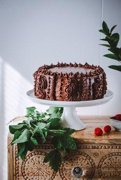 Pätkis-vadelmatäytekakku – Viimeistä murua myöten Desserts, Recipes, Food, Baking Ideas, Chocolates, Tailgate Desserts, Deserts, Recipies, Essen
