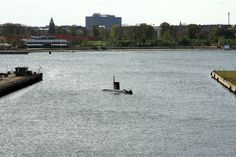 Enalyzer, HQ, Copenhagen. Office view.  UC3 Nautilus - alt vel...  Ubåden UC3 Nautilus er 17,8 meter lang og vejer 32,5 tons og er bygget af en vindmøllemast med en diameter på to meter. Det er den Danske ingeniør og kunstner Peter Madsen, også kaldet Peter Ubåd, der har konstrueret og bygget båden sammen med 24 andre medlemmer af ubådsklubben. Ubåden har plads til mellem tre og otte personer og indeholder både køkken faciliteter og soverum. Kilde: Flemming Johansen, Baadinfo.dk