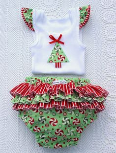 Christmas Baby Girl Singlet and Ruffle Nappy Pants / Cover Matching Set Sz 1 Kids Christmas Outfits, Baby Girl Christmas, Girls Christmas Dresses, Christmas Baby Clothes, Holiday Outfits, Christmas Ideas, Disney Baby Clothes, Cute Baby Clothes, Christmas Applique