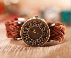 Horloge met gedraaide touwtjes