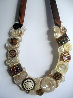 beautiful vintage button horseshoe