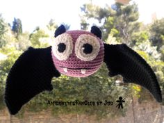 Crocheted by AmigurumisFanClub. Free pattern by  MyGurumi: http://mygurumi.blogspot.com.es/2012/10/berti-bat-pattern.html