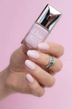 Go from vows to vacay with our round-up of 15 summer wedding manicure ideas that double up as perfect honeymoon nails! Dior Nail Polish, Dior Nails, Mauve Nails, Glitter Nail Polish, Neutral Nails, Nail Polish Colors, Red Nails, Chanel Nails, Acrylic Nails