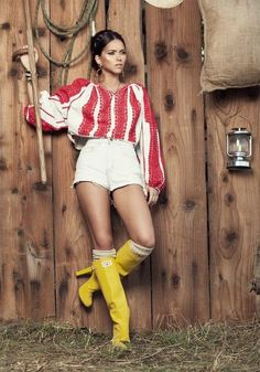 cute outfit.. love the boots