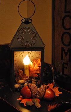 Love lanterns, especially in fall decor Thanksgiving Decorations, Holiday Decor, Thanksgiving Table, Fall Decorations, Primitive Fall, Autumn Decorating, Decorating Tips, Candle Lanterns, Diy Lantern