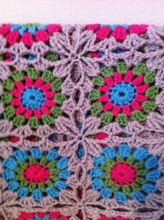 Flowers in the snow pattern by Solveig Grimstad - love the way it is joined by antonia