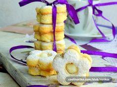 Výborné vianočné linecké jogurtové kytičky s kokosovou náplňou   Báječné vianoce Christmas Cookies, Doughnut, Pineapple, Cereal, Fruit, Breakfast, Desserts, Food, Basket