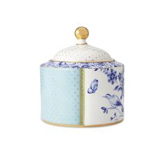 Keep your bathroom essentials stored in style with this luxurious Royal cotton box from Pip Studio. Perfect for storing cotton buds or cotton balls, this charming box features complementing and con...