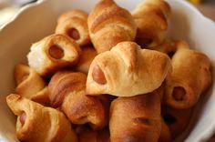 Croissantjes met knakworst - geen culinaire hoogvlieger, maar o zo lekker. Een terugkerend succesnummer op borrels en feestjes.