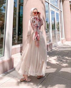 Hijab Fashion Summer, Modest Fashion Hijab, Modern Hijab Fashion, Street Hijab Fashion, Modesty Fashion, Hijab Fashion Inspiration, Muslim Fashion, Skirt Fashion, Fashion Outfits