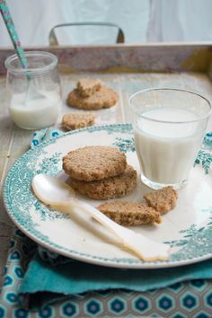 Biscotti con farina di riso e nocciole